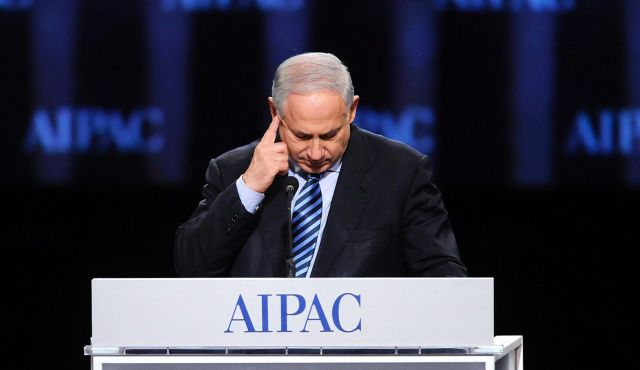 Israeli Prime Minister Benjamin Netanyahu scratches his head as he addresses the gala banquet of AIPAC's annual policy conference in Washington, March 22, 2010. Photo by Reuters