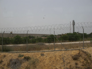 Gaza border from the Israeli side (image by leahdgreen)