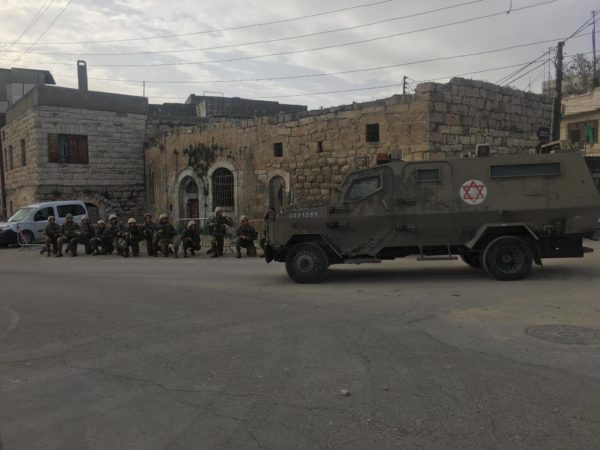 Since the beginning of the week, an increased number of Israeli soldiers and military vehicles have arrived in al-Khalil.
